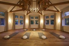 """Yoga und Kursraum """"Haus der Mitte"""" Spa, Yoga Meditation, Workshop, Home Decor, Homes, Dream Job, Atelier, Interior Design, Home Interior Design"""