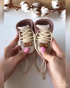 Booties Crochet, Crochet Shoes, Crochet Slippers, Crochet Baby Boots Pattern, Knit Baby Shoes, Baby Booties Knitting Pattern, Crochet Toys Patterns, Baby Knitting Patterns, Crochet Stitches