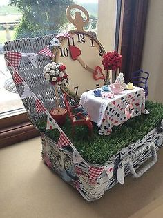 Alice In Wonderland Minature Mad Hatters Tea Party