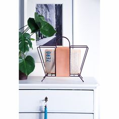 Suitcase aviskurv, natur/bordeaux – Maze – Kjøp møbler online på Room21.no