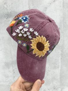 Hat Embroidery, Hand Embroidery Designs, Floral Embroidery, Embroidery Patterns, Custom Embroidered Hats, Embroidered Baseball Caps, Bone Bordado, Bordado Floral, Cute Beanies