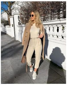 58 Ideas for womens fashion casual chic inspiration sneakers Mode Outfits, Fashion Outfits, Womens Fashion, Fashion Trends, Fashion 2017, Fashion Online, Fashion Tips, Classy Outfits, Trendy Outfits