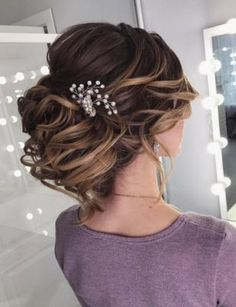 Best Ideas For Wedding Hairstyles : Featured Hairstyle: lavish. Wedding Hairstyles For Medium Hair, Long Hair Wedding Styles, Elegant Wedding Hair, Wedding Hairstyles For Long Hair, Formal Hairstyles, Bride Hairstyles, Headband Hairstyles, Trendy Wedding, Hairstyle Ideas