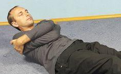 «Главная и самая зверская ошибка всех, у кого часто болят спина и шея!» Остеопат в годах дал рецепт, который исцеляет… | Всё для Тебя Tight Neck, Look Body, Sciatica, Reflexology, Workout Challenge, Organic Beauty, Back Pain, Pilates, Life Is Good