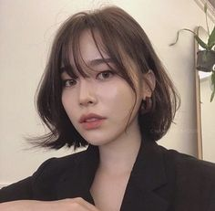 • 2019 헤어스타일 중간머리 윈드펌 * 부드러운 C컬 : 네이버 블로그 Korean Short Hair Bob, Asian Hair Bob, Asian Bob Haircut, Bob Haircut With Bangs, Wavy Haircuts, Medium Bob Hairstyles, Short Wavy Hair, Medium Hair Styles, Short Hair Styles