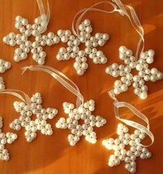 Beaded snowflake pendant / ornament ( beading for beginners ) // Hópehely díszek gyöngyfűzéssel (gyöngyfűzés kezdőknek) // Mindy - craft tutorial collection // #crafts #DIY #craftTutorial #tutorial #winterCrafts #winter #ChristmasCrafts #ChristmasDIY