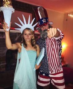 DIY Statue of Liberty Halloween Costume Idea disfraces halloween ideas Couple Halloween Costumes For Adults, Cute Halloween Costumes, Halloween 2018, Diy Costumes, Halloween Party, Halloween Couples, Couple Costumes, Halloween Ideas, Costume Ideas