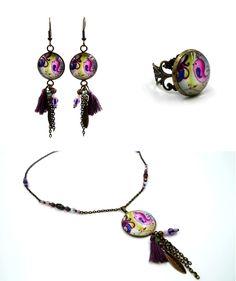 Bague et collier réalisés pour une commande, pour accompagner les boucles d'oreilles déjà existantes. Bague ajustable bronze agrémentée d'un cabochon de 16mm. Collier composé d'un…