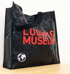 Ludwig Múzeum válltáska