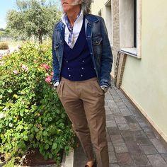 #style #fashion #wear #menfashion #outfit #menstyle #menswear #ootd #suit #suitandtie #gentlemen #sprezzatura #gq #pittiuomo #pitti #dapper #tailored #sartorial #inspirationsluxury #inspirationsstyle #men #mens #igers #italy #istanbul #detail #details #portrait #accessory #bracelet