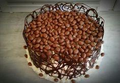 Tort z czekoladową koronką