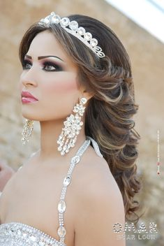 arab bride love everything in this pic .her makeup, her hair, tiara, etc. Bridal Hair And Makeup, Wedding Makeup, Hair Makeup, Makeup Eyes, Bridal Looks, Bridal Make Up, Arab Bride, Arabic Makeup, Arabian Beauty