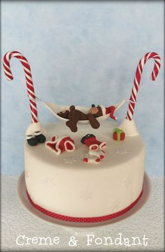 - Cake by Creme & Fondant Christmas Cake Designs, Christmas Cake Decorations, Christmas Sweets, Holiday Cakes, Christmas Cooking, Noel Christmas, Christmas Cakes, Christmas Recipes, Fondant Cakes