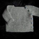 Gratis strikkeopskrifter og hækleopskrifter   Mayflower Garn Knitting For Kids, Baby Knitting Patterns, Baby Vest, Crochet Slippers, Crochet Projects, Diy And Crafts, Sweaters, Fashion, Lace