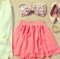 Really cute tube top & skirt outfit!