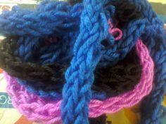 Produco da me lavorazioni e creazioni varie in maglia , belle,colorate e morbide !
