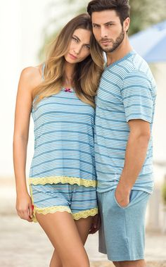 Conjunto de Modal com fio LYCRA® composto por blusa listrada totalmente realizada com encontro de listras, fazendo par com bermuda lisa com braguilha e bolsos.