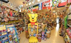 The next time you are looking for a one-stop-shop for all things sugary sweet then check out this nostalgic candy store in Florida. Florida Travel, Travel Usa, Online Candy Store, Candy Stores, Candy Shop, Dark Chocolate Bar, Chocolate Covered, Nostalgic Candy, Wilton Manors