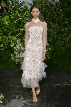 Jonathan Simkhai Spring 2019 Ready-to-Wear Fashion Show Collection: See the complete Jonathan Simkhai Spring 2019 Ready-to-Wear collection. Look 20 ♦๏~✿✿✿~☼๏♥๏花✨✿写☆☀🌸🌿🎄🎄🎄❁~⊱✿ღ~❥༺♡༻🌺TH Dec ♥⛩⚘☮️ ❋ Runway Fashion, Spring Fashion, Fashion 2017, Womens Fashion, Fashion Trends, Jonathan Simkhai, Haute Couture Fashion, Fashion Show Collection, Beautiful Gowns
