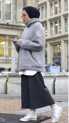 skirt with oversized sweater-Top hijab fashion looks – Just Trendy Girls Modern Hijab Fashion, Street Hijab Fashion, Hijab Fashion Inspiration, Muslim Fashion, Mode Inspiration, Modest Fashion, Fashion Outfits, Trendy Fashion, Pink Fashion