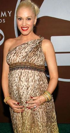 Gwen Stefani. #Maternity #style  #pregnant #celebrities