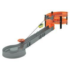 Odata ce setul este construit, fiecare gandacel temerar poate urca in viteza pe o rampa in forma de spirala, unde va fi conectat la zip-line cu ajutorul unui rucsac perfect croit si va pluti la vale pana la nivelul cel mai de jos, apoi se va pregati pentru a o lua de la capat.