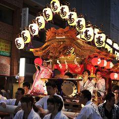 KESENIAN DAN KEBUDAYAAN NEGERI JEPANG | Seni Budaya Jepang – Di dunia ini banyak sekali pulau-pulau yang terpisahkan berdasarkan Benua, bahkan Negara, setiap Negara itu sendiri mempunyai perbedaan, seperi struktur negara, pemerintahan, bahkan kesenian dan kebudayaannya, di artikel ini khususnya saya ingin membahasa tentang kesenian dan kebudayaan dari Negara Jepang.