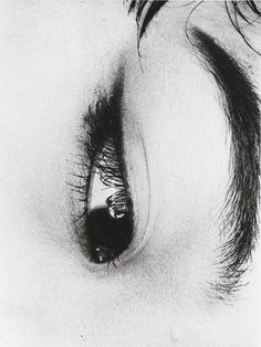 Kroutchev Planet Photo: Nobuyoshi Araki (荒木経惟) (b. is one of the most celebrated photographers in Japan Black And White Portraits, Black And White Photography, Fine Art Photography, Portrait Photography, Japanese Photography, Fashion Photography Inspiration, Foto Art, Sculpture, Erotic Art