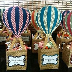 Carried away hot air balloon birthday party festas gi alves. Baby Shower Souvenirs, Baby Shower Drinks, Baby Shower Balloons, Birthday Balloons, Baby Shower Gifts, 1st Boy Birthday, 1st Birthday Parties, Birthday Highchair, Hot Air Balloon Party