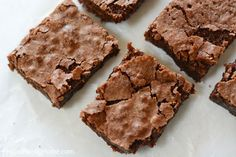 Easy Homemade Brownies Making brownies from scratch can be quick and easy. This fudge brownie recipe Quick Brownie Recipe, Death By Chocolate Cheesecake Recipe, Ultimate Brownie Recipe, Chocolate Chia Pudding, Cake Chocolate, Homemade Chocolate, How To Make Brownies, Homemade Brownies, Making Brownies