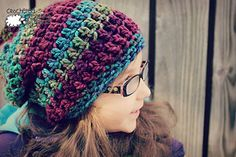 Easy Peasy Chunky Slouch Hat - free crochet pattern in toddler-adult sizes by Michelle Ferguson. Uses superchunky yarn and 10mm hook, up to 99m(108yds) yarn, quick and easy beginner project. ✿⊱╮Teresa Restegui http://www.pinterest.com/teretegui/✿⊱╮