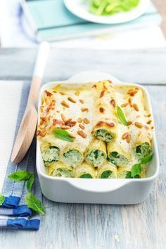 Cannelloni épinards chèvre et pignon - 48 Classic Italian Recipes That Make Us Want to Quit Our Jobs . Veggie Recipes, Vegetarian Recipes, Cooking Recipes, Healthy Meals For One, Healthy Food, Food Cravings, I Foods, Healthy Dinner Recipes, Food Inspiration
