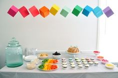 パーティーでもOrigamiは大活躍。 いろんな色でボックスを作って吊り下げるだけでテーブルが華やかになります。