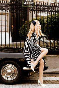 """thefashionmagpie: """" Claudia Schiffer looking tres Parisienne-chic. """" Claudia Schiffer - April 2008 - Vogue Italia - Photo by Ellen von Unwerth Ellen Von Unwerth, Look Retro, Look Vintage, Vintage Glam, Vintage London, Retro Chic, Vintage Pins, Retro Style, Vintage Inspired"""