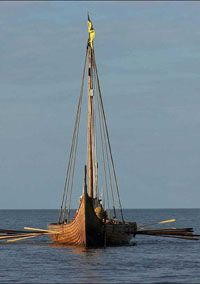Sigrid Storråda är byggt som en kopia efter Gokstadskeppet. Gokstadskeppet hittades 1880 i en gravhög på gården Gokstad i Vestfold i Norge. - A viking ship named Sigrid Storråda,  a copy of a viking ship from Gokstad, Norway.