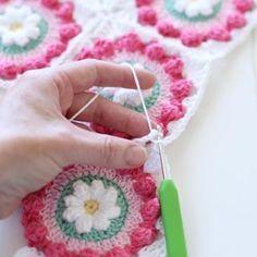 Good morning yarn lovers! There's a little tutorial on my blog for my Daisy Wheel cushion. The pattern is free for those who'd like to give it a try. Just search Daisy Wheel - the link is in my profile. xx