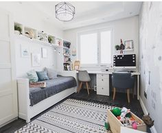 Community wall photos – home office design layout Ikea Boys Bedroom, Small Room Bedroom, Home Decor Bedroom, Bedroom Furniture, Master Bedroom, Home Office Layouts, Home Office Design, Teenage Room, Guest Room Office