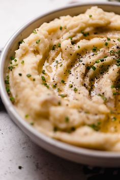 an easy & ultra creamy roasted garlic buttermilk mashed potatoes recipe! these buttermilk mashed potatoes are easy to make & perfect for the holidays! Buttermilk Mashed Potatoes, Roasted Garlic Mashed Potatoes, Easy Mashed Potatoes, Mashed Potato Recipes, Thanksgiving Side Dishes, Thanksgiving Recipes, Homemade Buttermilk, Yukon Gold, Stuffed Peppers