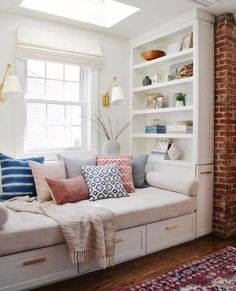 Don't let the space near your window unused. Instead, turn the space into a comfy window seat. Here we listed window seat ideas to help you create one Room Design, Bedroom Seating, Bedroom Storage, Bedroom Interior, Storage Bench Seating, Home Decor, Corner Seating, Trendy Bedroom, Window Seat Design