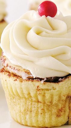 Easy Cinnamon Roll Cupcakes with Cream Cheese Frosting (uses refrigerated cinnamon rolls)