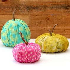 Instead of storing away the extra rolls of toilet paper, turn them intofabric pumpkins. All you have to do is cover them in scarves, making them in different sizes and shapes to keep the design fresh and unique. Get the tutorial at A Piece of Rainbow. Christmas Planters, Outdoor Christmas Decorations, Christmas Wreaths, Christmas Crafts, Halloween Decorations, Fall Planters, Fall Decorations, Diy Pumpkin, Paper Pumpkin