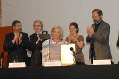 Elena Poniatowska recibió la Medalla de Bellas Artes.