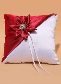 1 million+ Stunning Free Images to Use Anywhere Bow Pillows, Sewing Pillows, Ring Pillow Wedding, Wedding Ring, Pillow Crafts, Cushion Cover Designs, Ring Bearer Pillows, Flower Pillow, Silk Ribbon Embroidery
