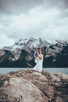Stunning-Banff-Elopement-in-the-Tunnel-Mountain-Reservoir-Tricia-Victoria-Photography-36
