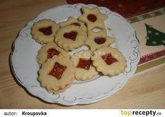 Staročeské babiččino linecké recept - Ingredience: 250 g hladká mouka - těsto 120 g cukr moučka 130 g máslo 1 ks vejce citronová kůra z 1/2 citronu 1 vanilkový cukr 1 višňová marmeláda Pancakes, Cooking Recipes, Cookies, Breakfast, Food, Lemon, Biscuits, Morning Coffee, Crepes