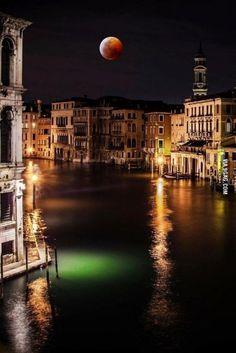 Blood Moon over Venice. Talk about a stunning shot