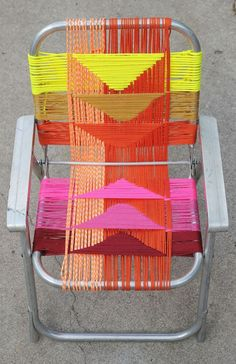 Woven Chair DIY by Smile and Wave on a beautiful mess. folding chair diy My Aluminum Chair Makeover on A Beautiful Mess Lawn Chairs, Outdoor Chairs, Adirondack Chairs, Dinning Chairs, Lounge Chairs, Diy Décoration, Diy Crafts, Diys, Smile And Wave
