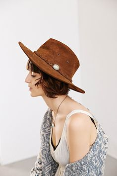 I just love hats and comfy clothes! Urban Outfitters Sunglasses, Boho Fashion, Womens Fashion, Love Hat, Mademoiselle, Panama Hat, Nice Dresses, What To Wear, Personal Style