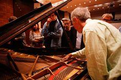 Sacrum Profanum Festival 2016 Stephen Drury: Preparowanie fortepianu, fot. Tomasz Wiech