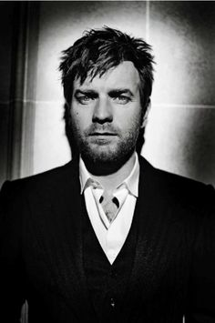 Ewan McGregor.   So... what can I say... he is charming, he is funny, he is scotish (he wears skirts and still looks masculine), he wears glasses, and he is sooo confortable!